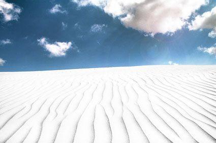Visión de la arena con lentes de sol tradicionales